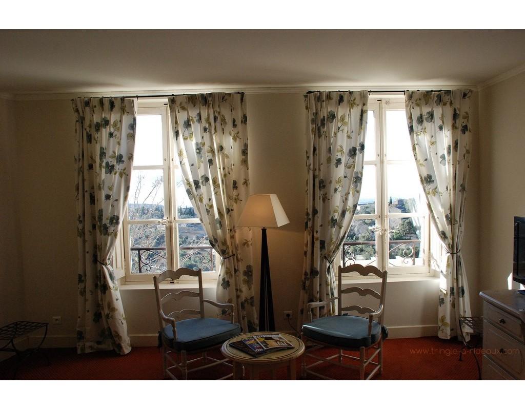 accessoires et embrasses pour tringle rideaux sur mesure en fer forg tringle a. Black Bedroom Furniture Sets. Home Design Ideas